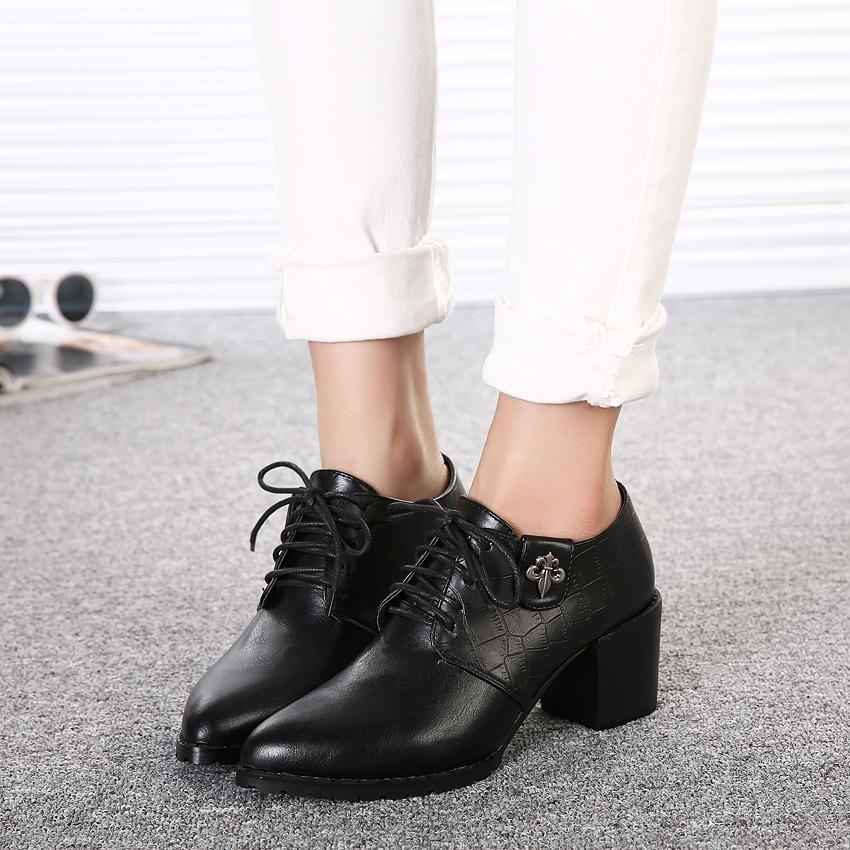 新款英伦风尖头短靴-来自蘑菇街优店