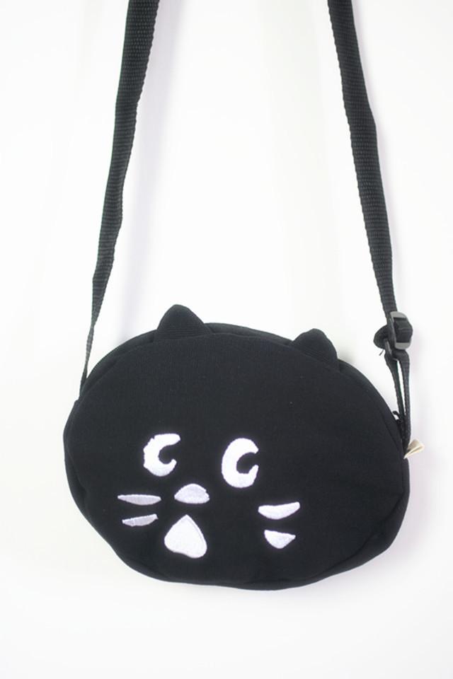 一款简约的可爱猫头斜挎包,外观可爱,面料帆布,四季百搭,很实用,外出