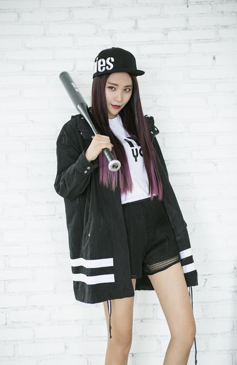 冲锋衣风衣搭配棒球帽!