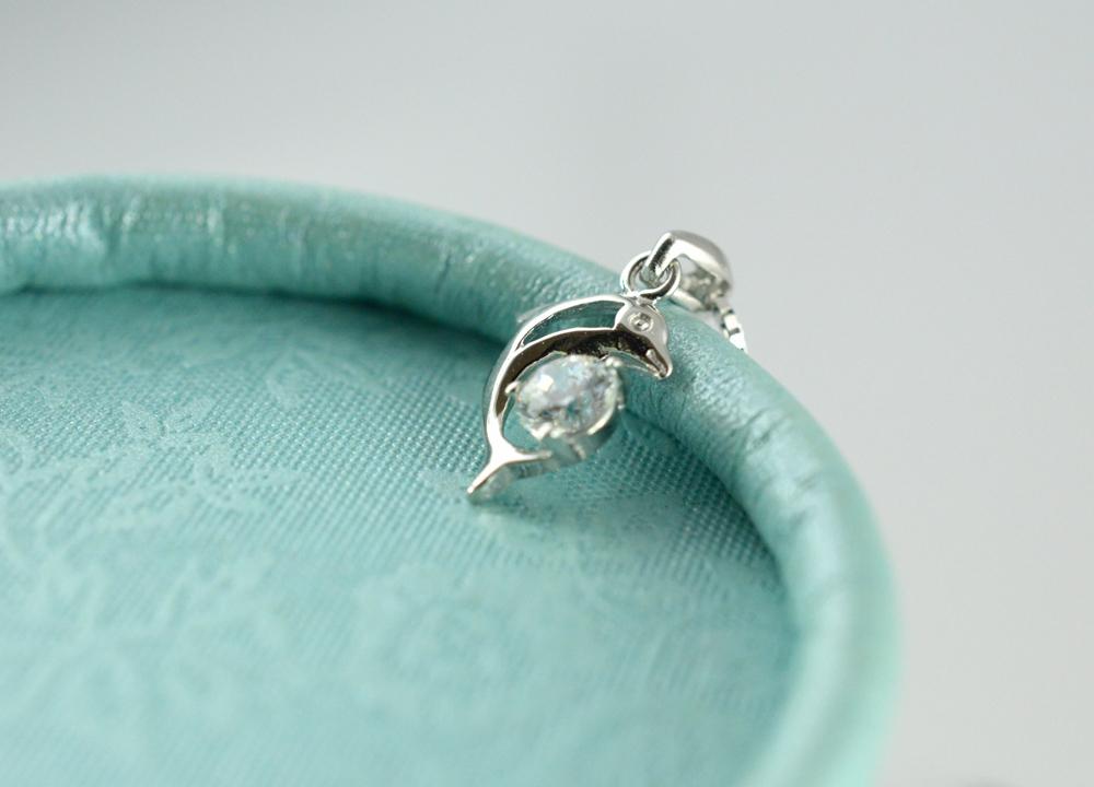 银饰  形状/图案:海豚/鱼/蟹/海洋生物  是否镶嵌:纯银镶嵌宝石  是否