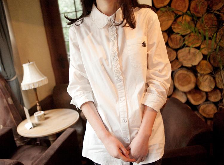 皇冠刺绣蕾丝花边衬衫