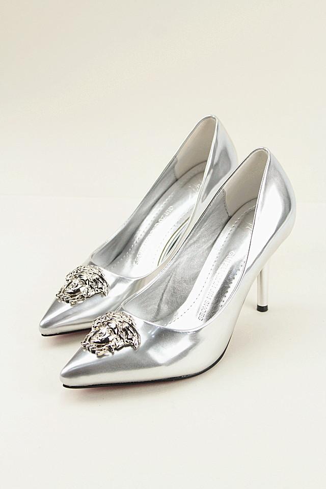 女王头像尖头高跟鞋