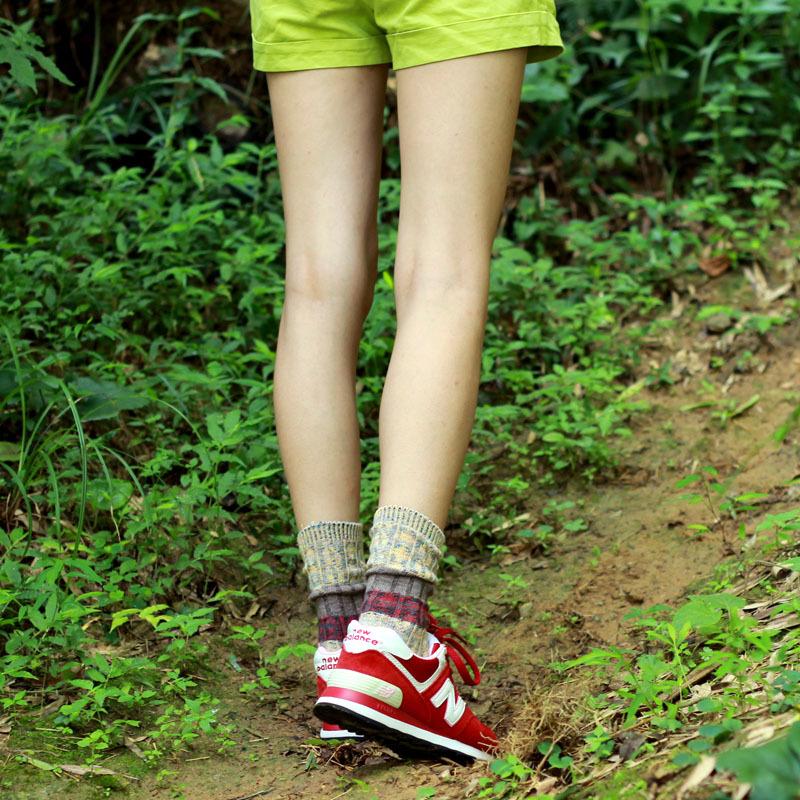 军绿色短靴搭配什么颜色堆堆袜