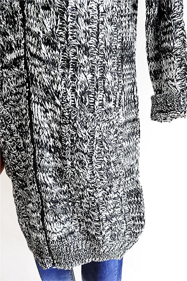 深灰色中长款拉链长毛衣