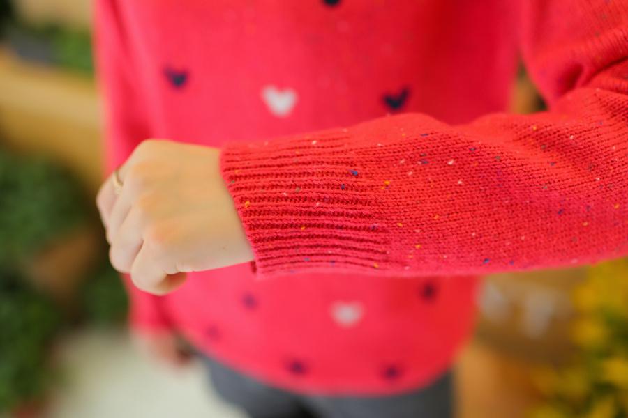 花色绣花米奇图案低圆领毛衣-来自蘑菇街优店