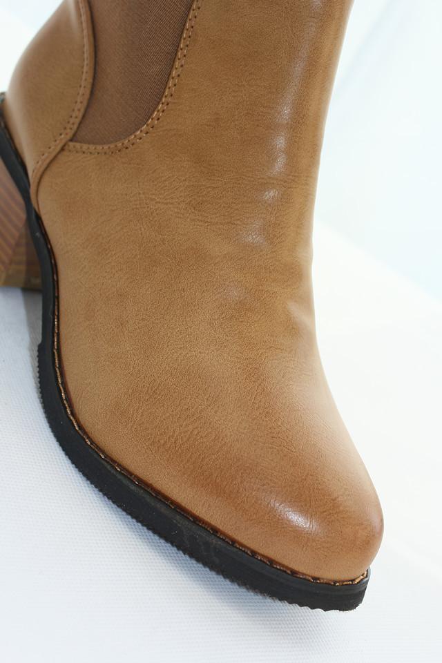 英伦风尖头粗跟短靴-来自蘑菇街优店
