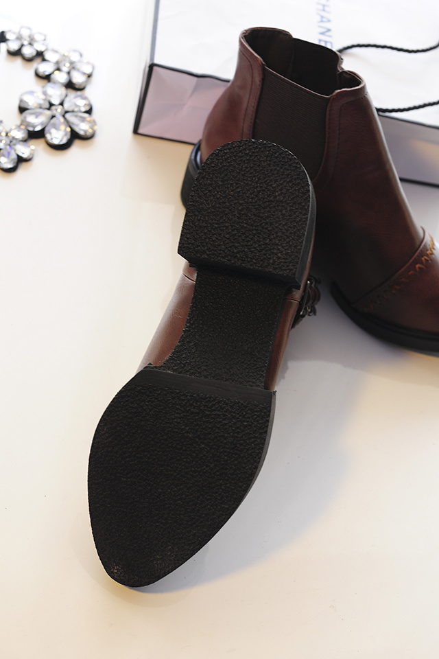 英伦风尖头皮带扣短靴