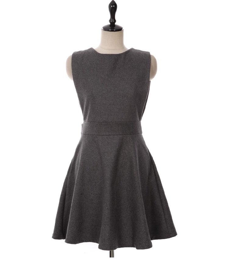 后背深v设计背心裙
