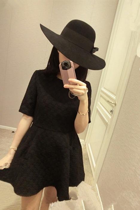 编织厚提花短袖连衣小黑裙