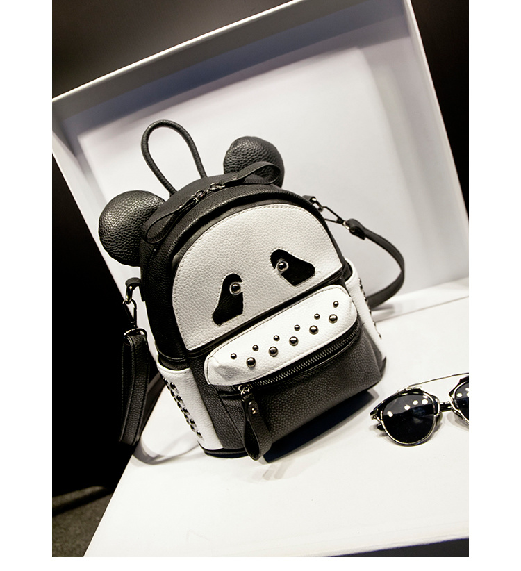 黑白卡通小熊猫铆钉双肩包
