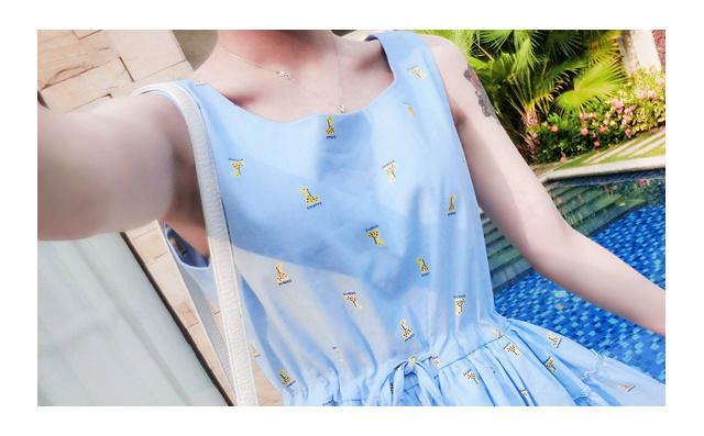 裙型:a字裙 材质:棉 腰型:高腰 图案:动物 细节:系带 风格:小清新